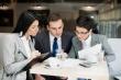 ישיבה בין רואי חשבון לגבי מה כדאי לקחת - הלוואה או משכנתא