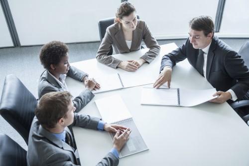 ישיבת צוות לגבי בחירת משכנתא