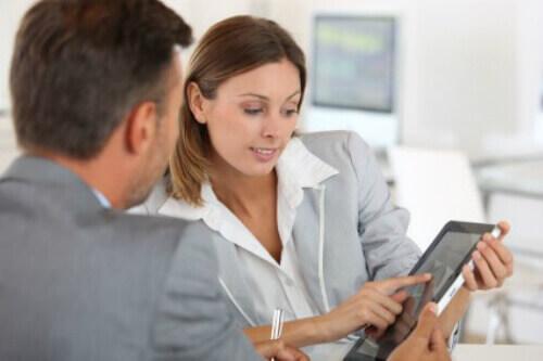 פגישה עסקית לצורך הלוואות קטנות