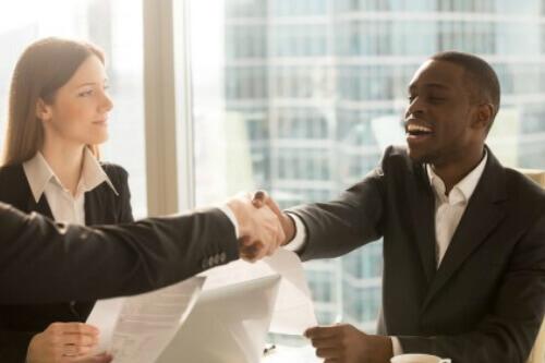 פגישת עסקים לצורך הלוואות בסכומים גדולים