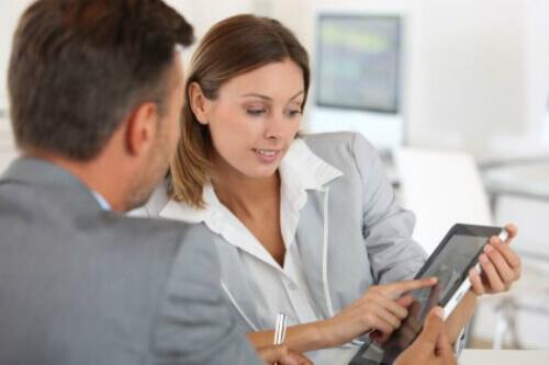 פגישת אנשי עסקים להלוואה לבעלי תיקים להוצאה לפועל